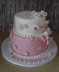 A classsic and sweet birthday cake from Cyprus-flowers.com